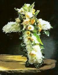 Un nuevo negocio estaba siendo inaugurado y uno de los amigos de los dueños quisieron enviar flores para celebrar la ocasión.  Las flores llegaron al sitio del nuevo negocio y el propietario leyó la tarjeta, que decía: